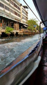 khlong - Auf einem Kanal-Taxi in einem kleinem Nebenkanal