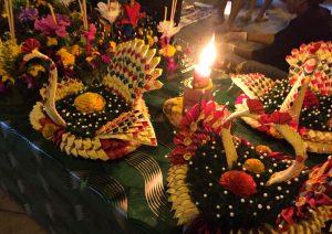 Fertig dekorierte Krathongs