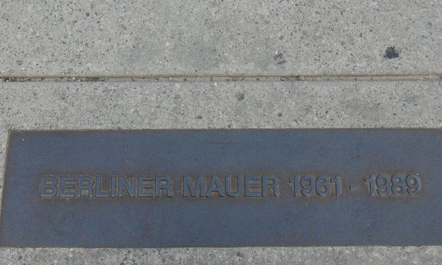 Teile der Berliner Mauer in Bangkok angekommen